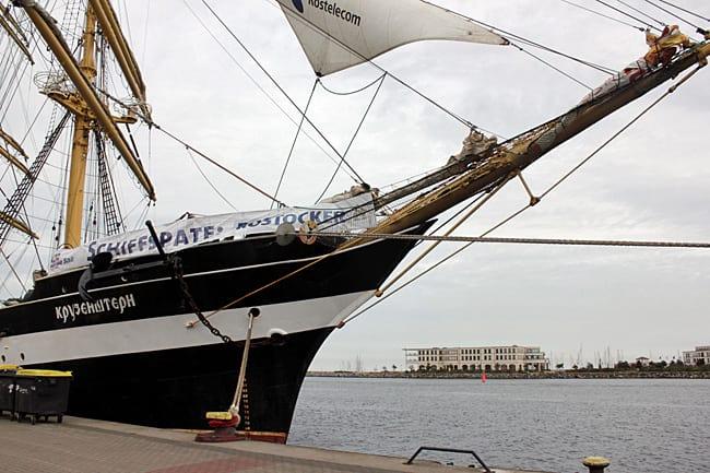 Russisches Segelschiff Kruzenstern in Rostock Warnemünde